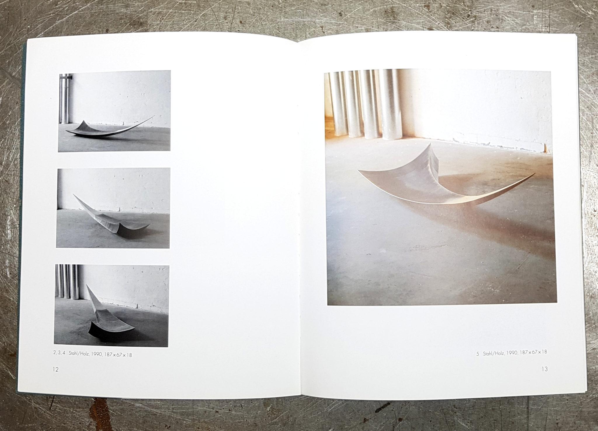 Foto des Katalogs, aufgeklappt