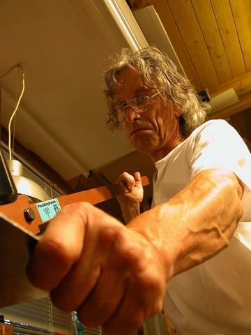 Foto von Jochen Warth bei der Arbeit im Atelier